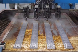 waterjet with multiple cutting heads